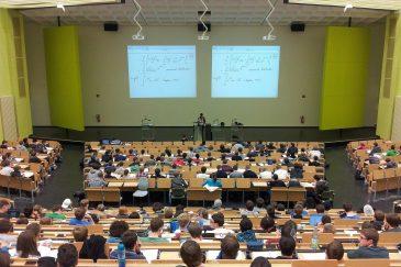 Eine Vorlesung im vollen Hörsaal